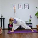 3 Exerciții cu care să-ți începi ziua ca un yoghin